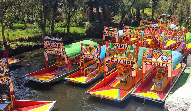 Technicolor gondolas await you at Xochimilco canals